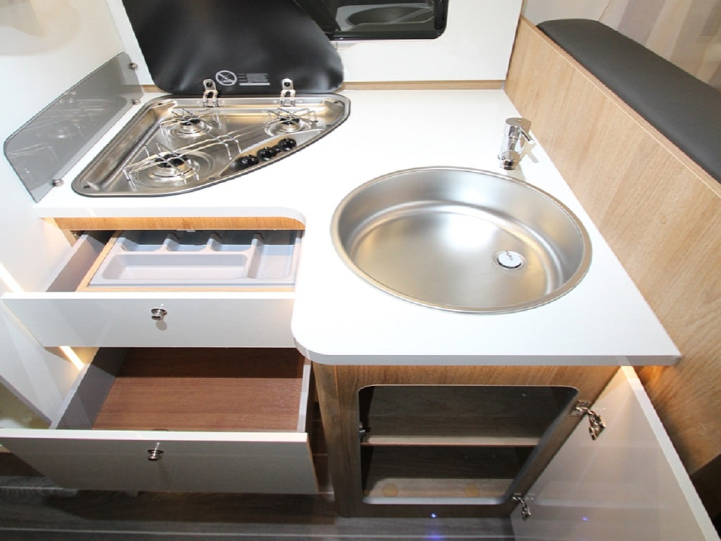 Kronos284TL Wohnmobil Küche