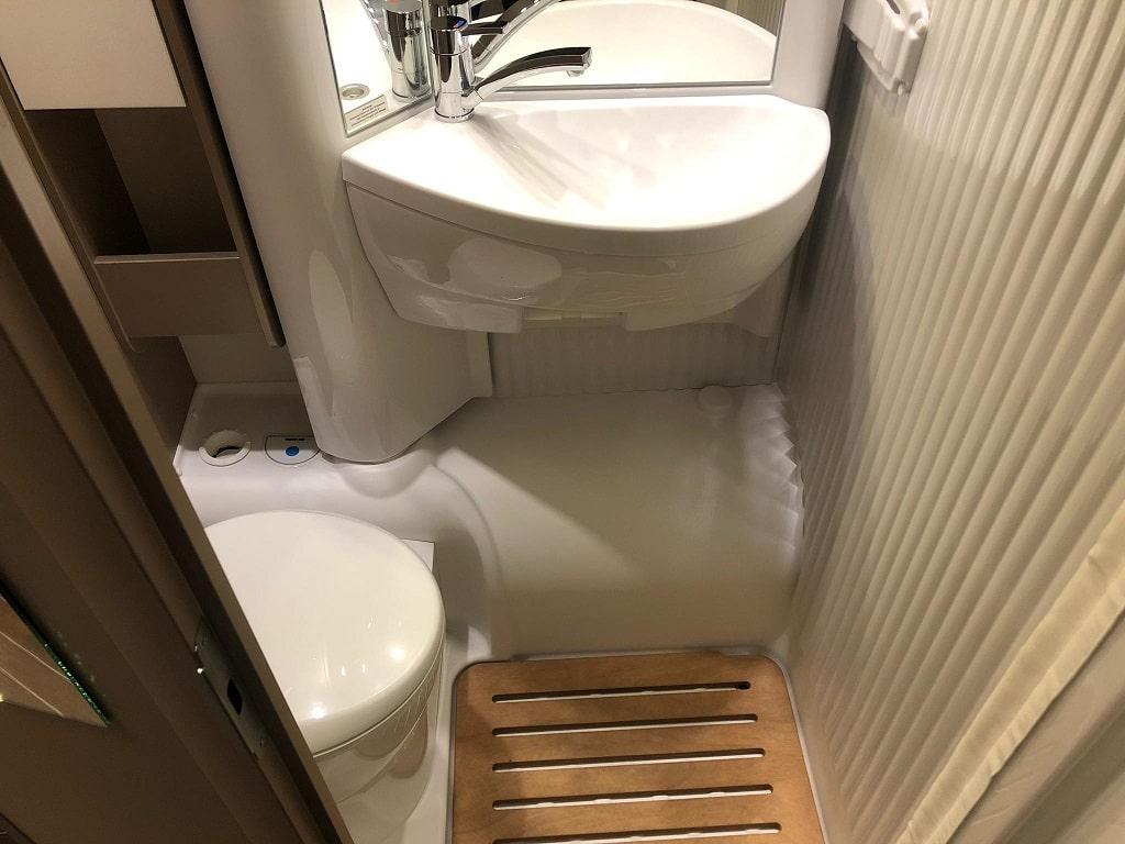 Wohnmobil Etrusco 6900 WC-min