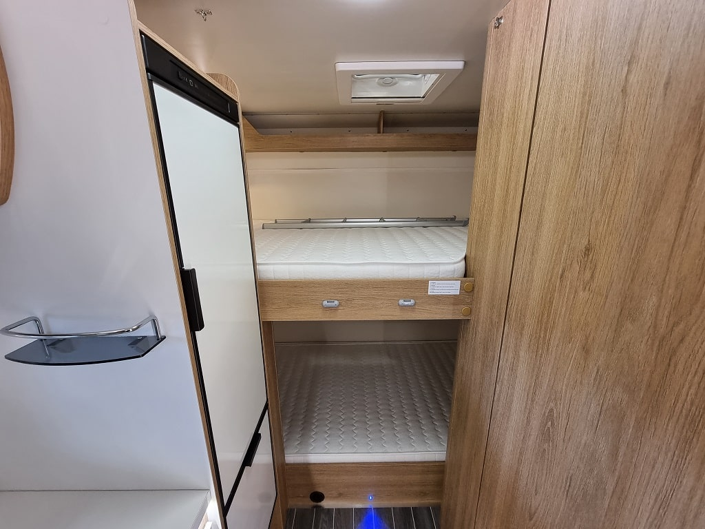 Wohnmobil Kronos 279 M Bett hinten-min